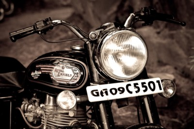 Renting Royal Enfield standard 350cc in manali